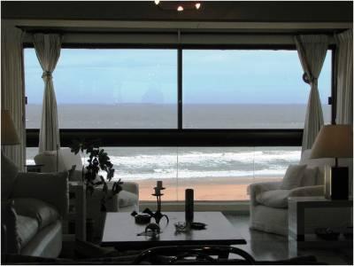 Apartamento en Venta en Punta del Este, Brava , espectacular vista, 3 dorm, con servicios