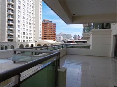 Espectacular Torre en Punta del Este, Venta y Alquiler de Apartamento a metros de playa brava con todos los servicios