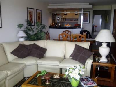 Venta y alquiler de apartamento en zona de playa Mansa *3 dormitorios