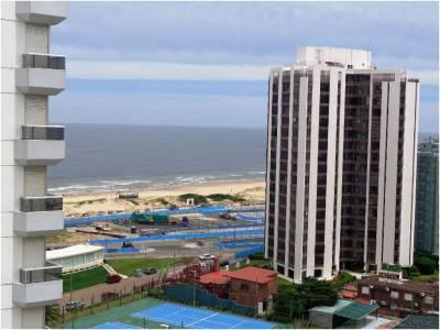 Venta y Alquiler de Apartamento en Punta del Este, zona Brava, con muy linda vista despejada