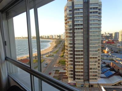 Apartamento en  Venta y Alquiler Temporal  en Punta del Este con espectacular vista despejada