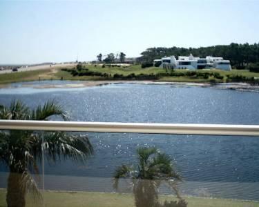 APARTAMENTO  sobre rambla de playa mansa en PUNTA DEL ESTE, PINARES, edificio con todos los amenities