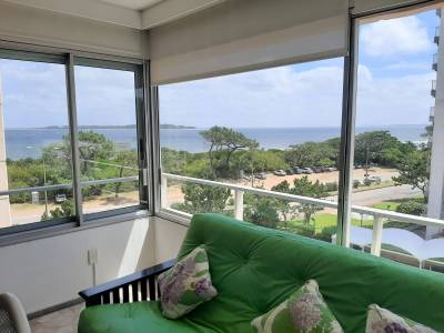 Apartamento en Punta del Este, Playa Mansa  Edificio frente al mar!