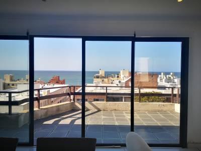 Venta de apartamento en Punta del Este, Península Ph, con muy linda vista al mar, 3 dormitorios 2 baños, piscina