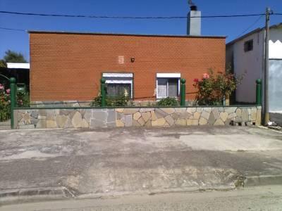 Casa de 2 dormitorios y gran terreno en venta en San Carlos, Maldonado - FINANCIA