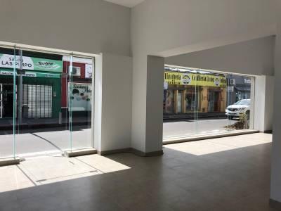 Local en venta y alquiler en Centro de Maldonado, esquina Comercial