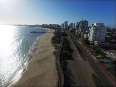 Apartamento en venta en Punta del Este, mansa Edificio frente al mar con servicios *1dormitorio