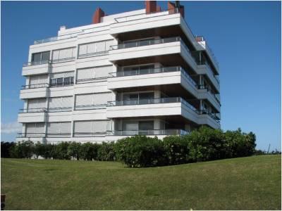 Apartamento en Venta, Punta del Este, brava frente al mar