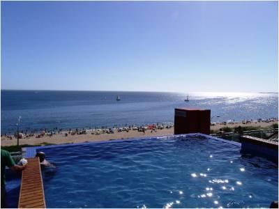 Apartamento en venta sobre rambla de playa Mansa - Punta del Este (PARADAS) Edificio nuevo con muy buenos amenities