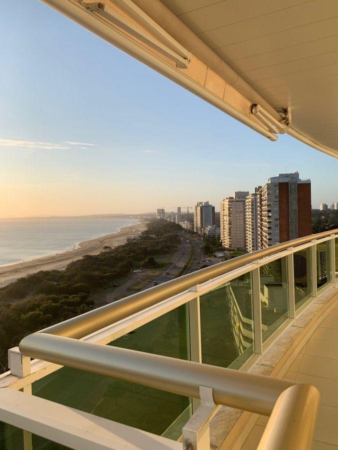 Apartamento en Coral Tower Punta del Este en Venta
