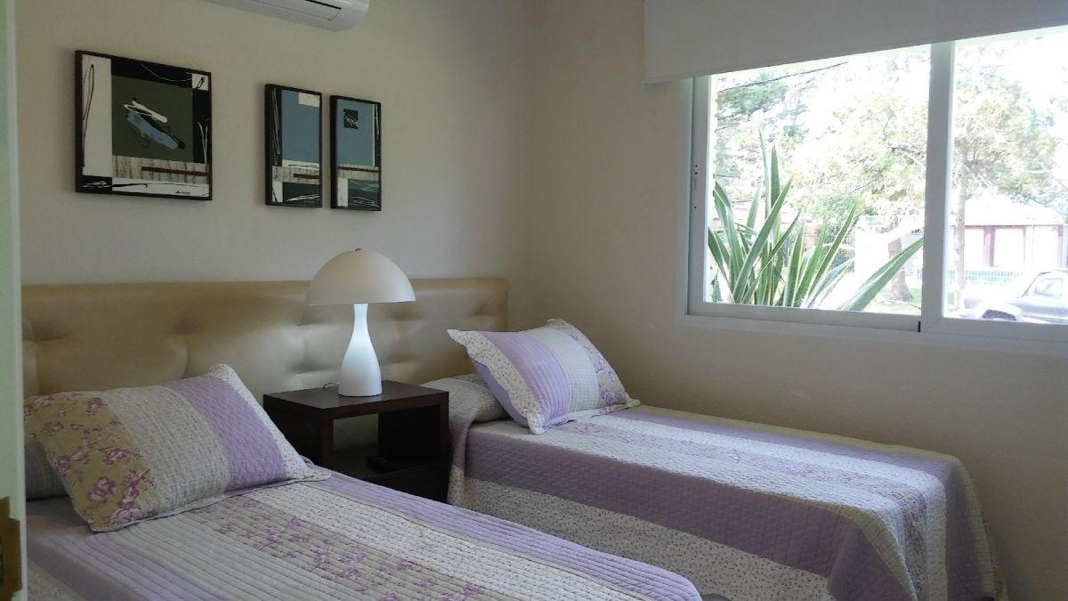 Casa Ref.26557 - Casa en Playa Mansa en Venta Punta del Este, Reciclada