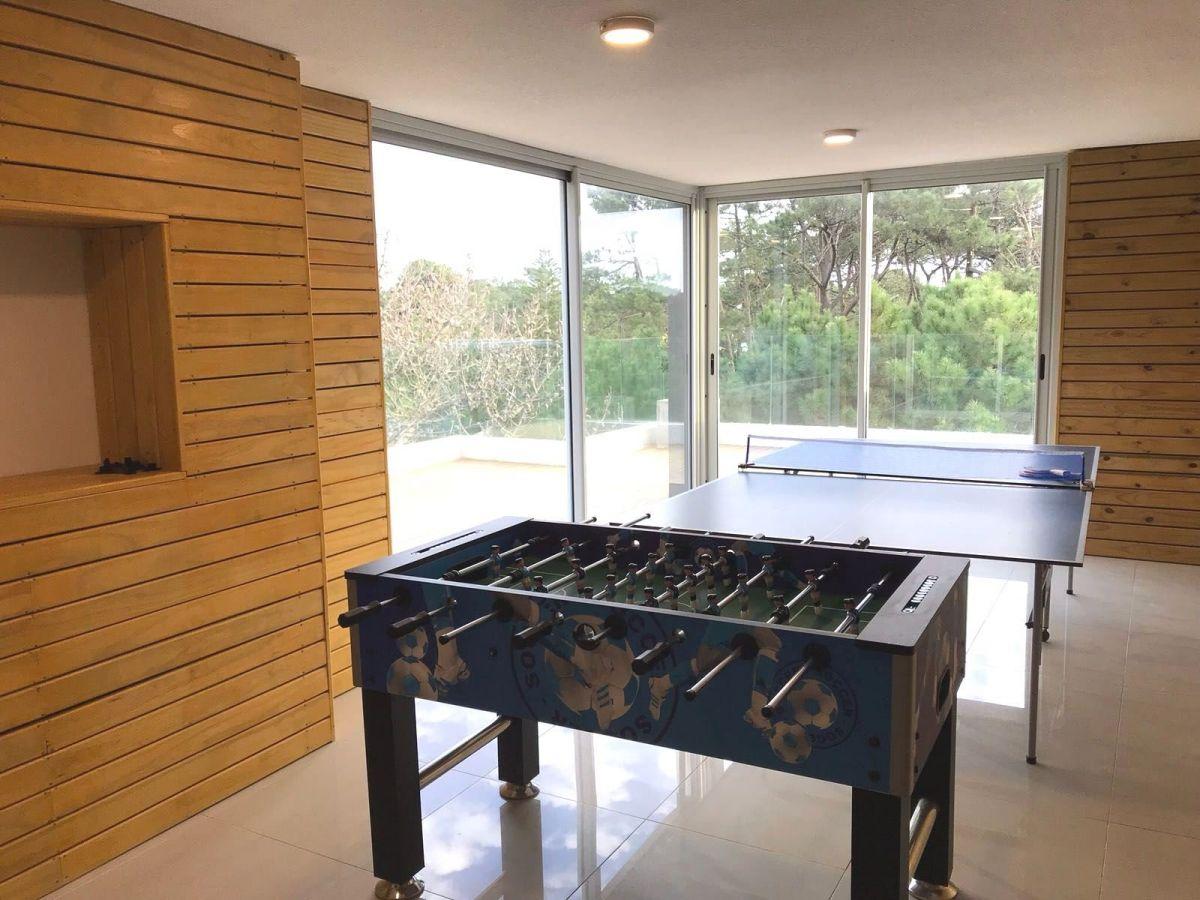 Apartamento Ref.26592 - Moderno Apartamento de Dos Dormitorios con Balcón en Venta - Punta del Este