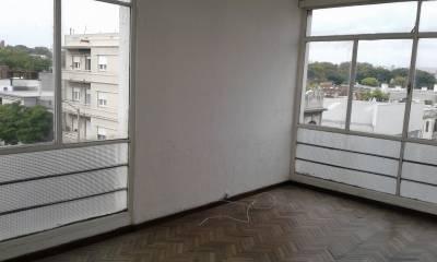 Oportunidad! Dos dormitorios al frente con renta!