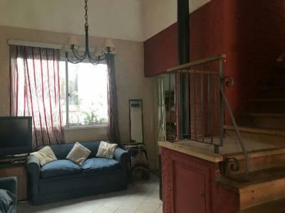 Exelente y espaciosa casa  de 4 dormitorios. Gran potencial!