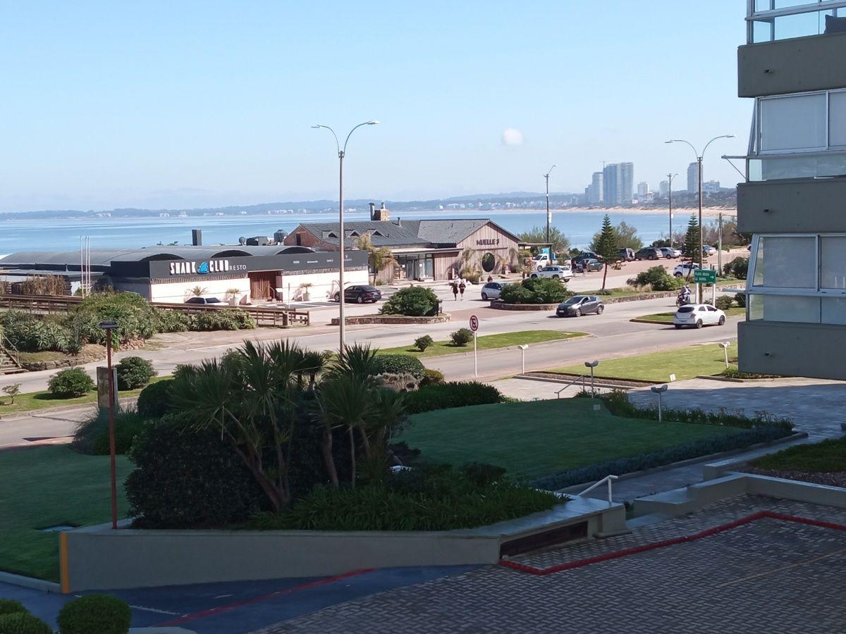 Apartamento en venta  primera fila playa mansa