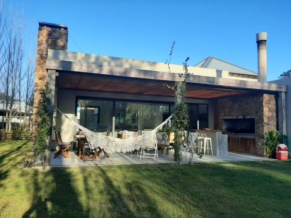 Casa Venta o Alquiler en Punta del Este La Arbolada de 3 Dormitorios